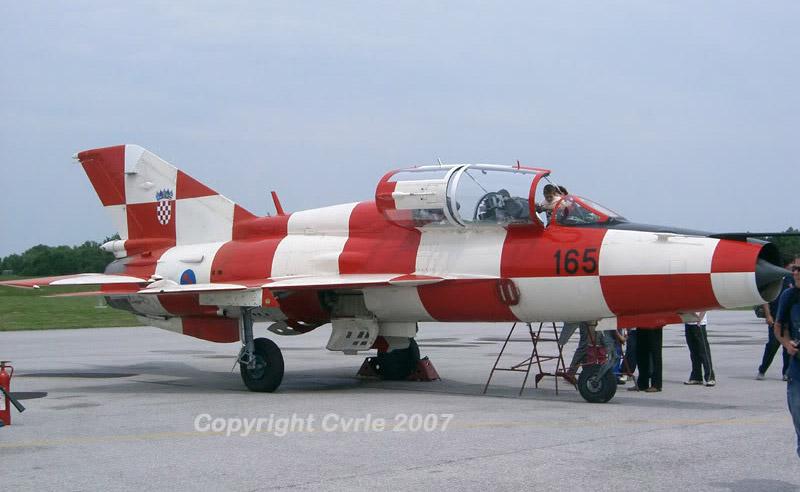 MiG-21 UM  Mongol B (Trumpeter 1/48)  Mig-2111