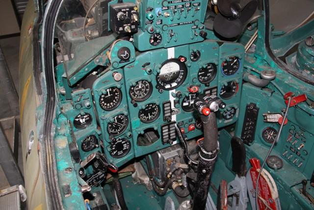 MiG-21 UM  Mongol B (Trumpeter 1/48)  Mig_2112