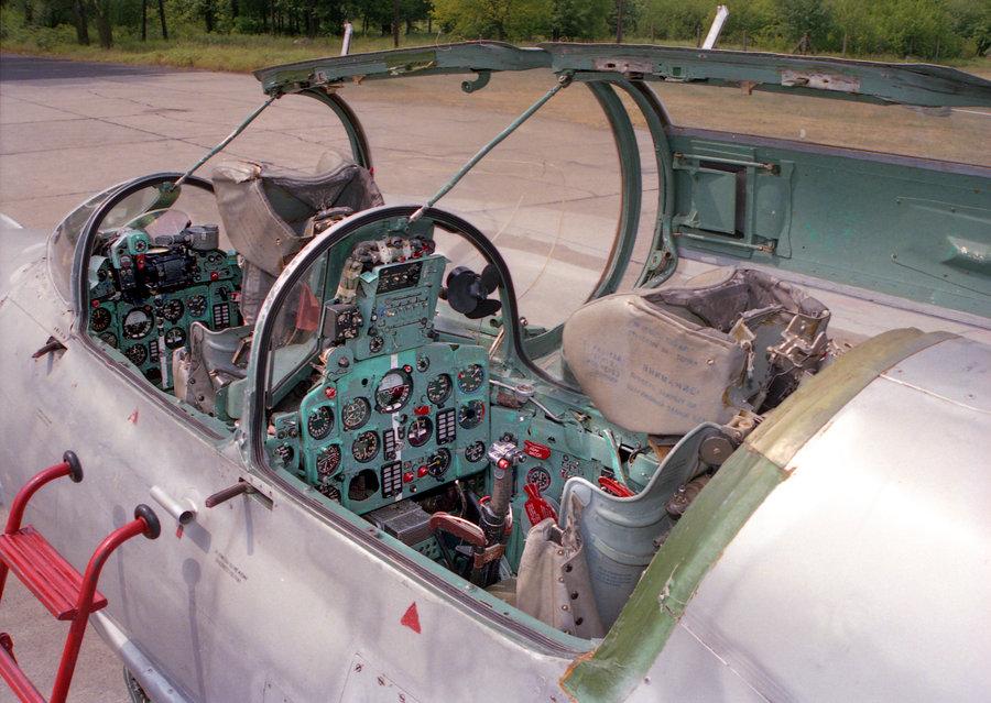 MiG-21 UM  Mongol B (Trumpeter 1/48)  Mig_2113