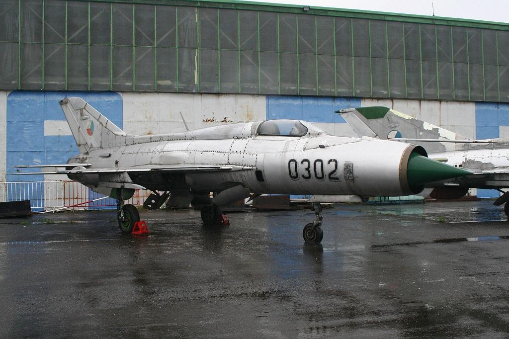 """MiG-21PF (Eduard  réf 1187 """"Silver Harrows """" 1/48)  Mikoya10"""