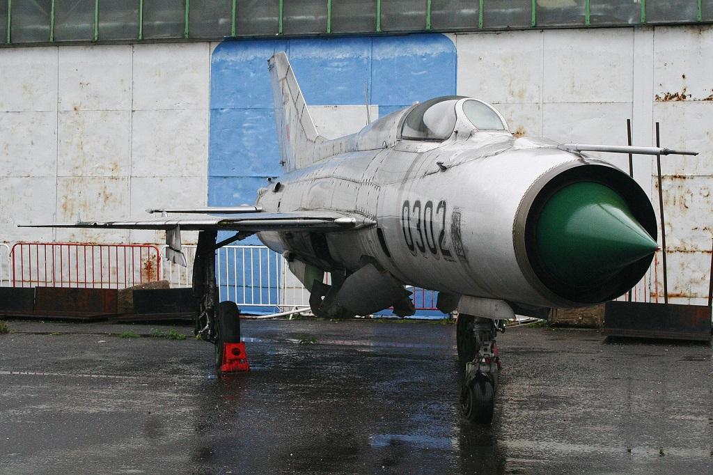 """MiG-21PF (Eduard  réf 1187 """"Silver Harrows """" 1/48)  Mikoya11"""