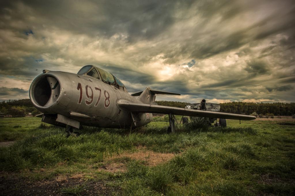 MiG-15 UTI (Trumpeter 1/48)  Milita10