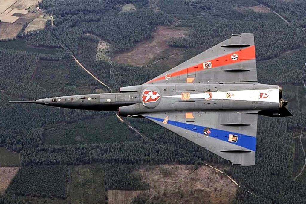 """Fil Rouge 2021 * Mirage IV A n°31/BD """"Opération Tobus """" (Heller 1/48)  - Page 2 Mirage21"""