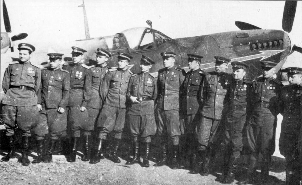 Spitfire LF-IXe with Soviet Pilot & Ground Crew 1/48 ( ICM 48803 ) Spitfi10