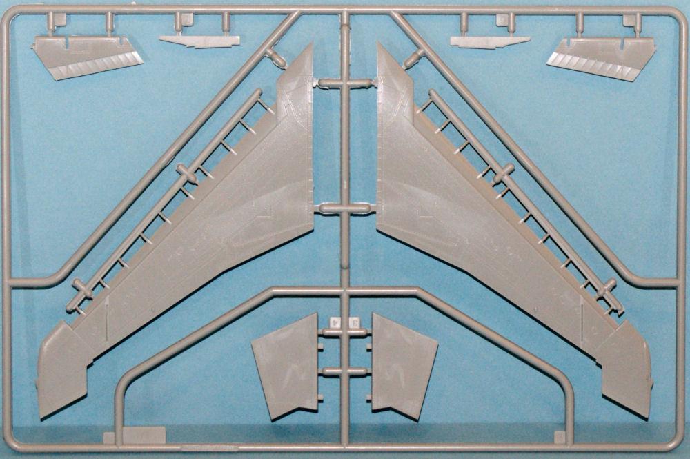 N.A. F-100 D Super Sabre (Trumpeter 1/48 ) Tru_2812
