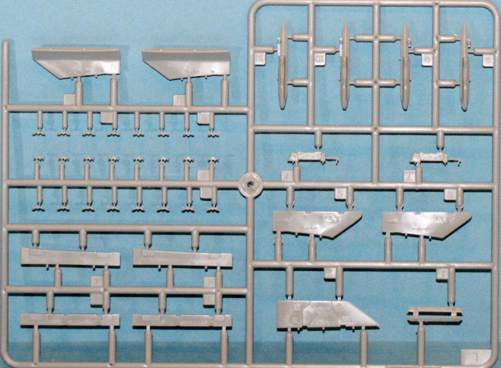 N.A. F-100 D Super Sabre (Trumpeter 1/48 ) Tru_2815