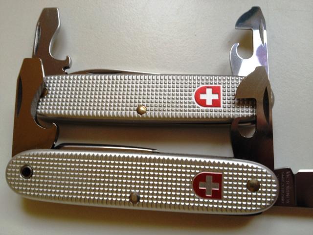 Evolution du couteau du soldat suisse Img_0514