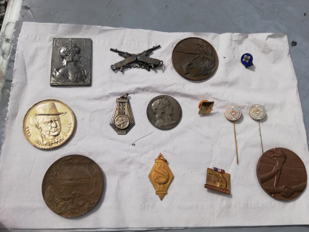 Plusieurs médailles inconnus  Img_2376
