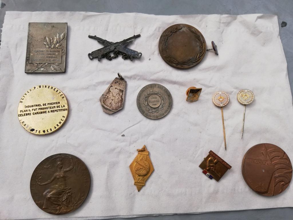 Plusieurs médailles inconnus  Img_2377