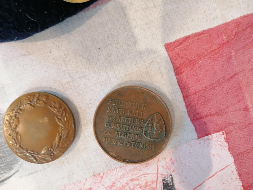 Lots médailles insignes  Img_2646