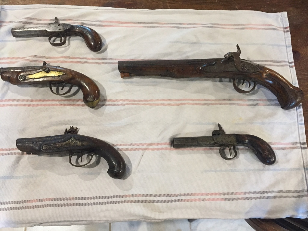5 pistolets anciens !  Img_4024