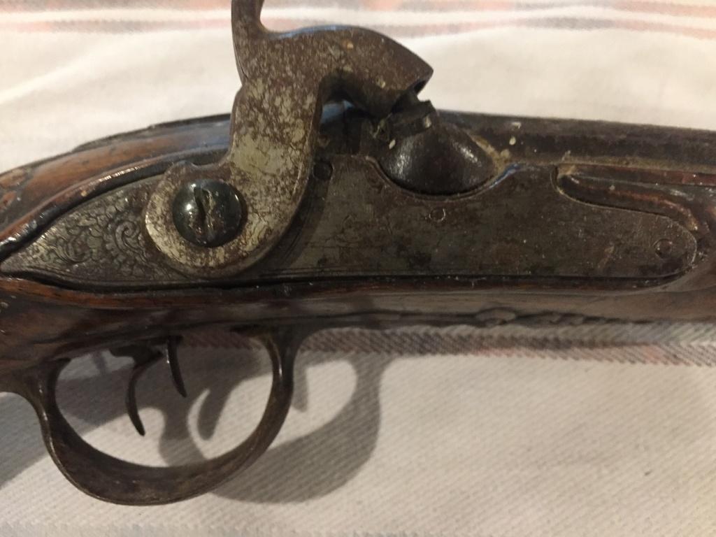 5 pistolets anciens !  Img_4026