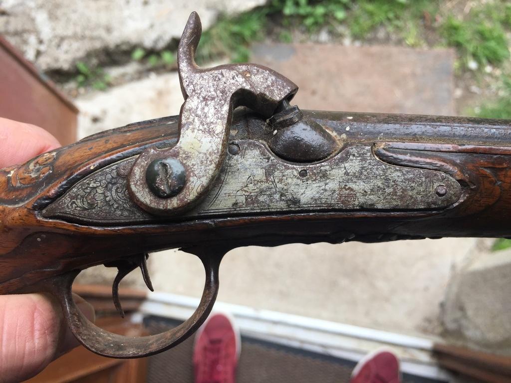 5 pistolets anciens !  Img_4029