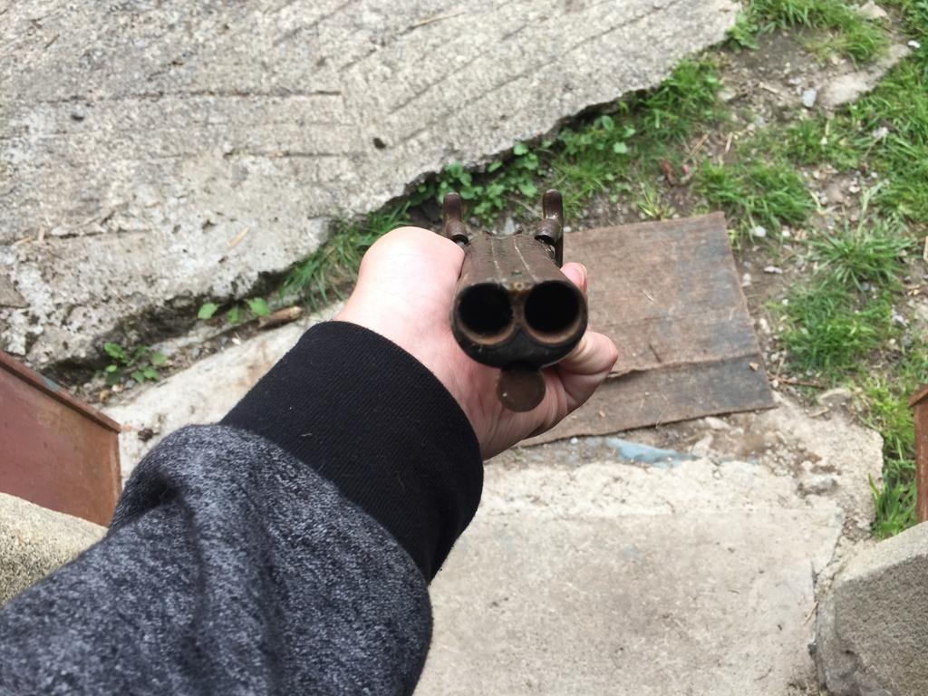 5 pistolets anciens !  Img_4038