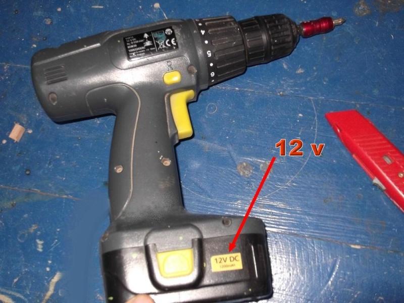 Alimentation pour viseuse 12 volts (batterie abimée) 110