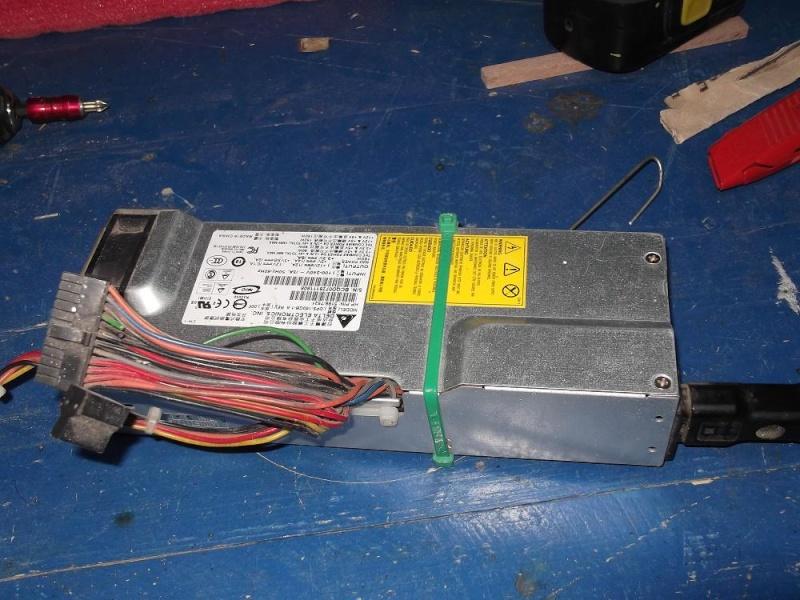 Alimentation pour viseuse 12 volts (batterie abimée) 210