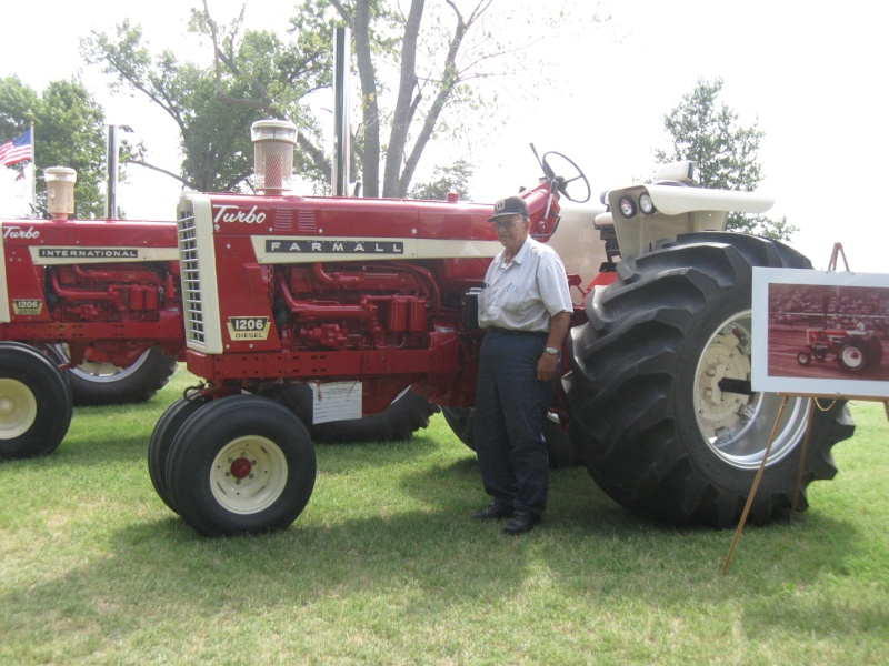Let's See Some Farm Tractors! Red_po14