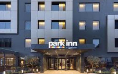مطلوب موظفين استقبال في فندق بارك ان في الخبر  Park_i10