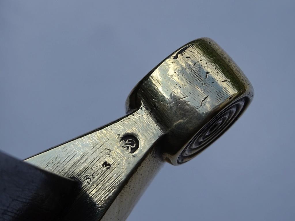Petite énigme sur une monture de glaive Mle 1831 Dsc03511