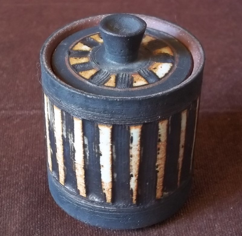 Briglin Pottery (London) - Page 9 100_3817