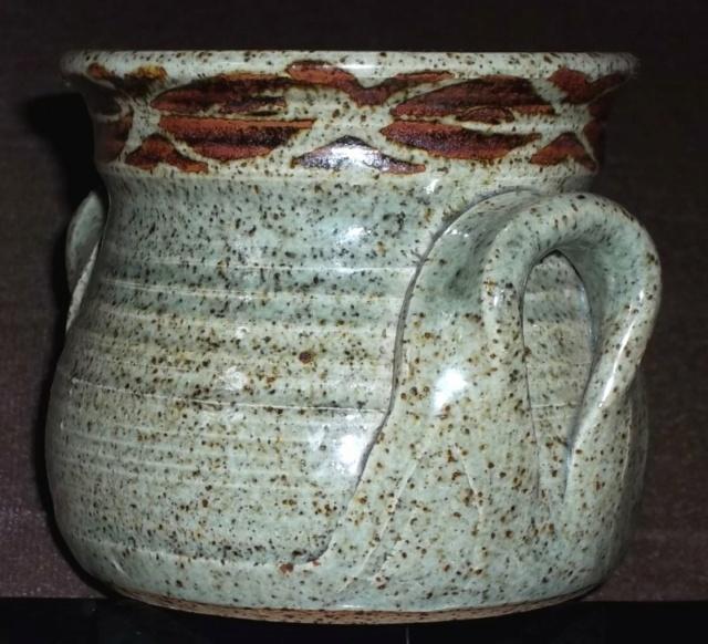 Stoneware pot BD? 100_4471