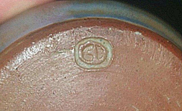 Lidded Pot marked with a T? - Green Dene Pottery  Lidded10