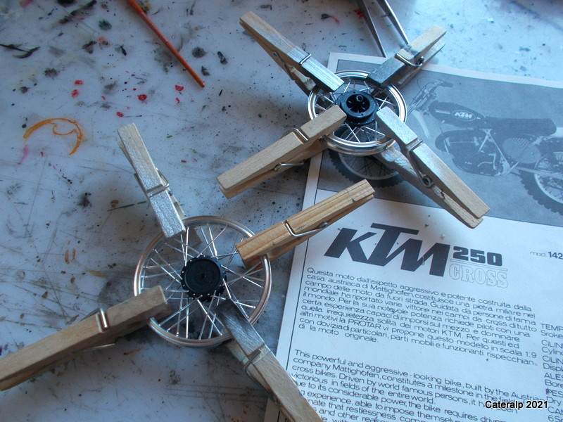 [PROTAR] KTM cross 1975 1/9ème Réf 142 Dzobut28
