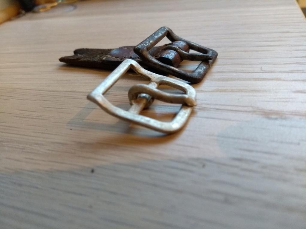 Boucle Alu pour jugulaire de casque allemand ww2 Img_2138