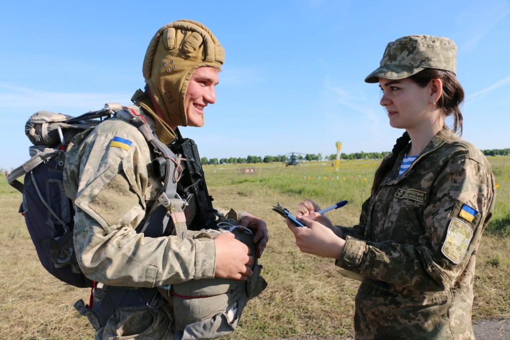 Modern Ukrainian uniform in photographs - Page 31 34592213