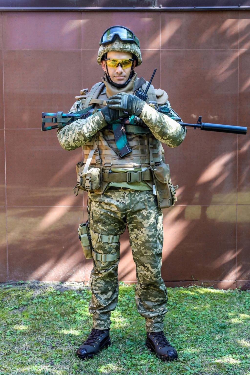 Modern Ukrainian uniform in photographs 40038710