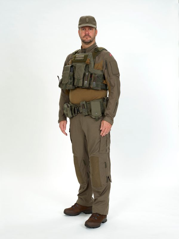 New (possible) uniform of the Swiss Armed Forces? - Page 2 Ccc910