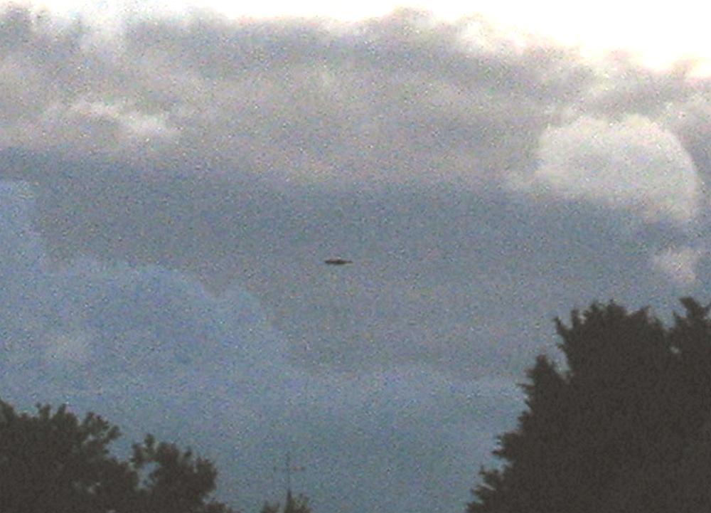 2014: le 23/05 - objet sur photoPan dans le ciel - saint-martin-du-limet (pays de la loire)  Agrand10