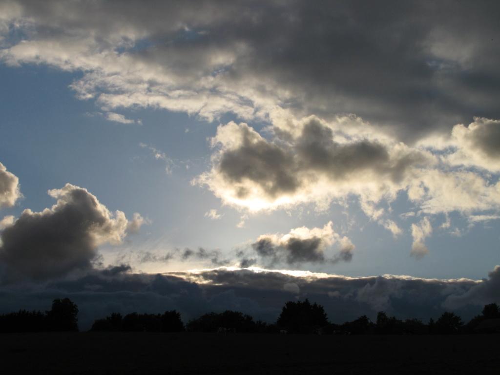 2014: le 23/05 - objet sur photoPan dans le ciel - saint-martin-du-limet (pays de la loire)  Img_0011