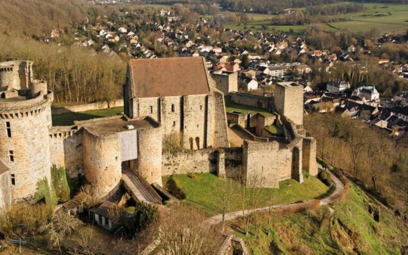 Village médiéval fortifié - Page 7 Chatea10