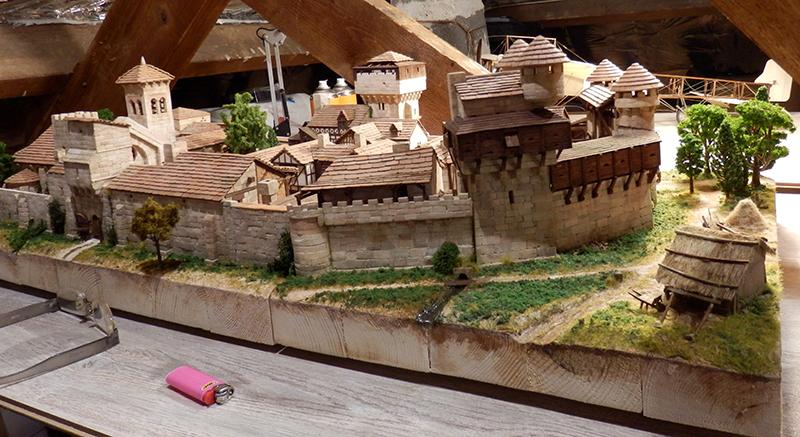 Village médiéval fortifié (2) - Page 10 P2210019