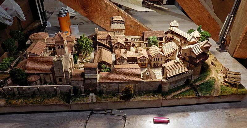 Village médiéval fortifié (2) - Page 10 P2210021