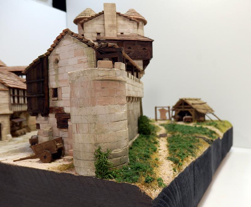 Village médiéval fortifié (2) - Page 10 P2210035
