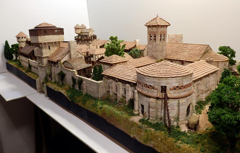 Village médiéval fortifié (2) - Page 10 P2210041
