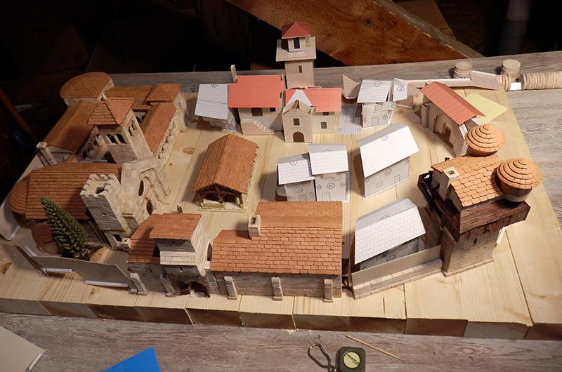 Village médiéval fortifié (1) - Page 16 P5030033