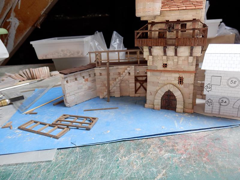 Village médiéval fortifié (1) - Page 16 P5110016
