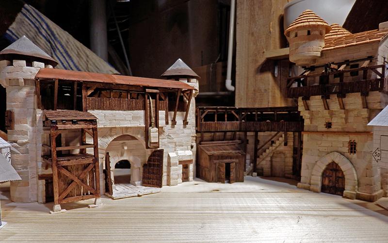 Village médiéval fortifié - Page 20 P6070019