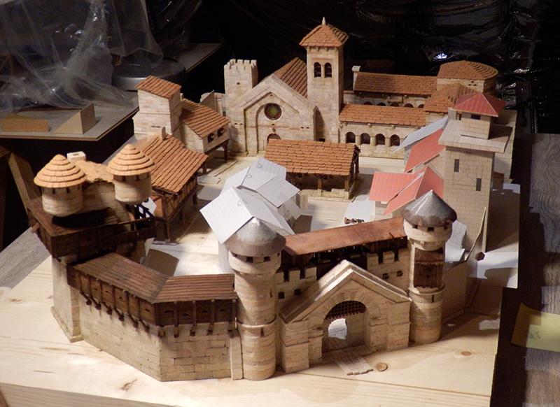 Village médiéval fortifié - Page 20 P6070020