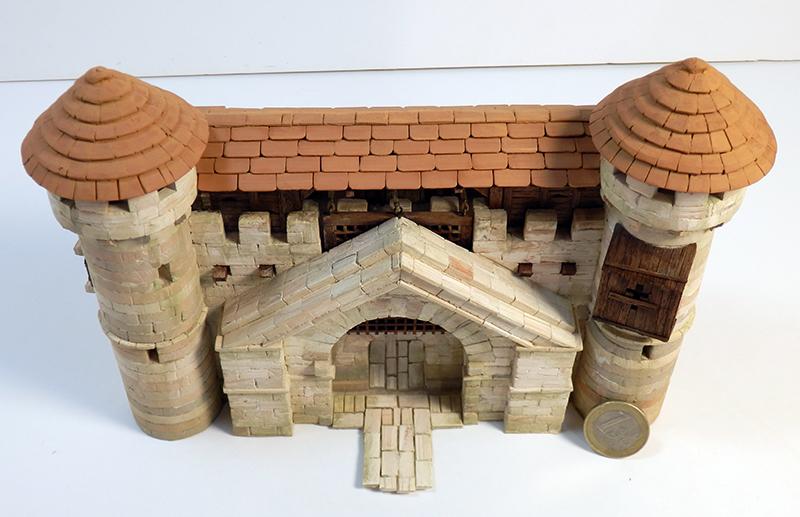 Village médiéval fortifié - Page 20 P6140014