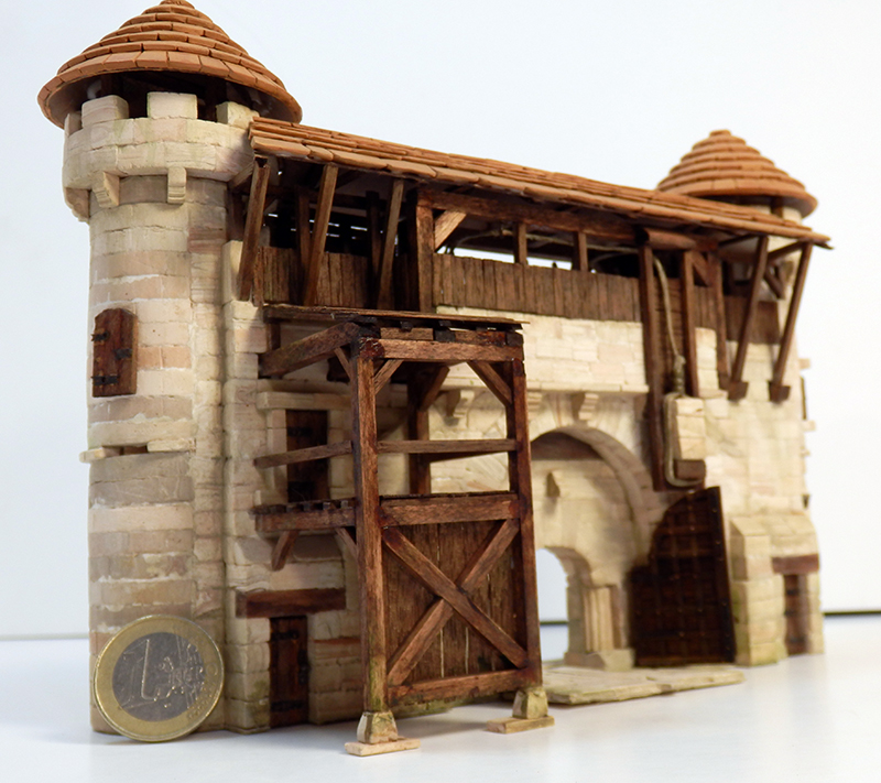 Village médiéval fortifié - Page 20 P6140015