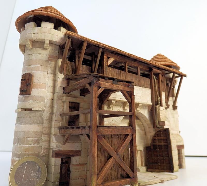 Village médiéval fortifié - Page 20 P6140018