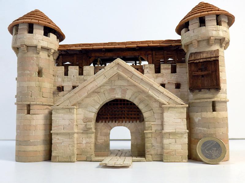 Village médiéval fortifié 14è- bastide - éch1:87 P6140028