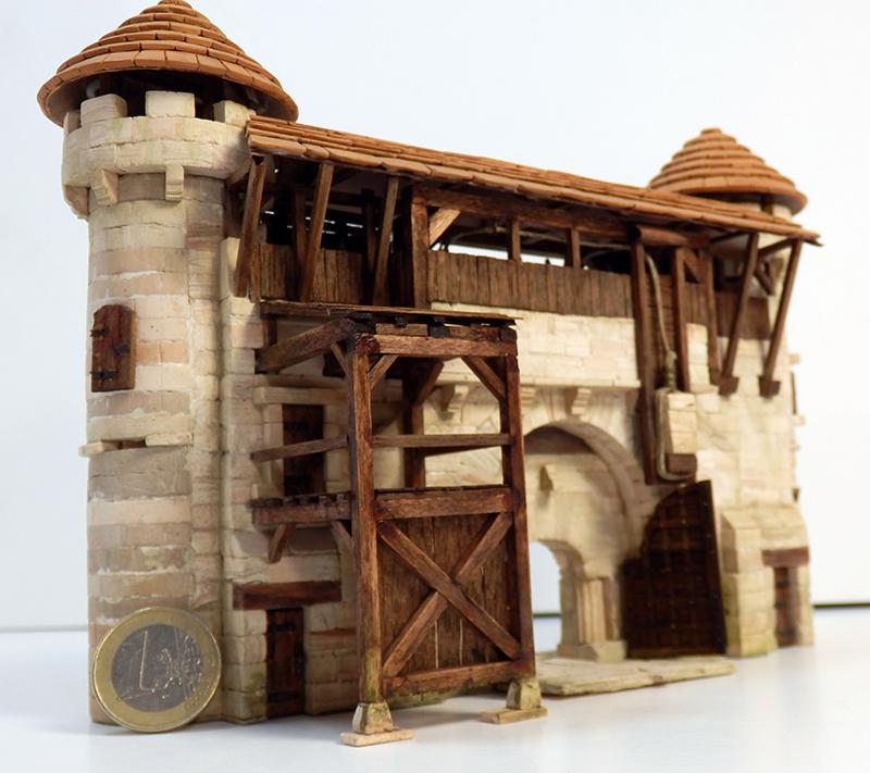 Village médiéval fortifié 14è- bastide - éch1:87 P6140031