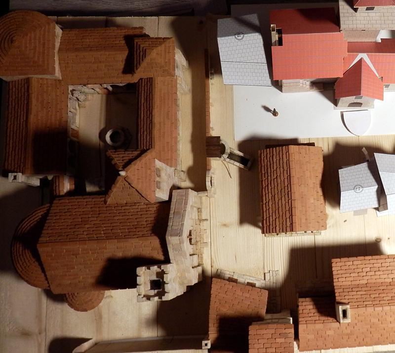 Village médiéval fortifié (1) - Page 22 P7060024