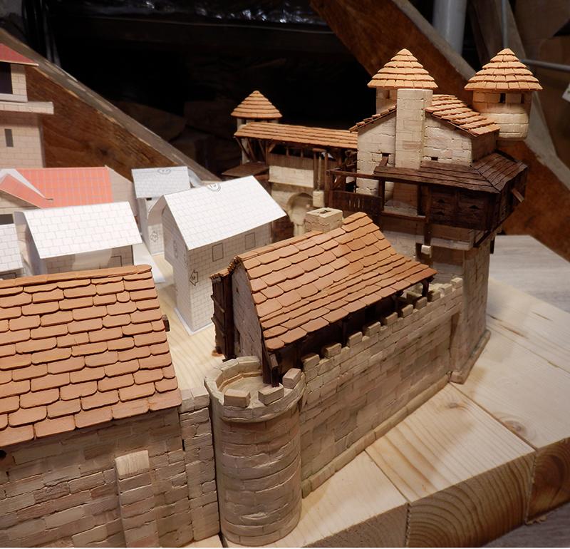 Village médiéval fortifié (1) - Page 22 P7090026