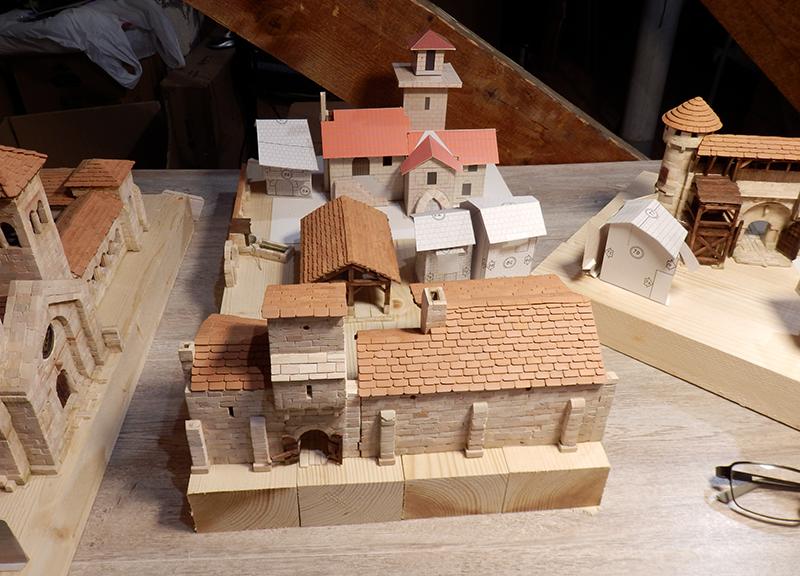 Village médiéval fortifié (1) - Page 22 P7090028
